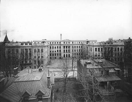 L'école FACE / High School of Montreal - 1921. Source: Héritage Montréal